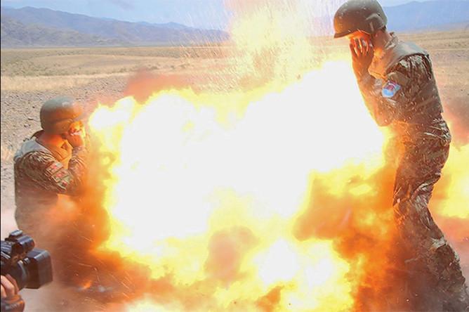 Фотография момента взрыва, сделанная одним из афганских военнослужащих, 2 июля 2013 года