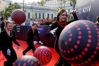 На красной дорожке во время церемонии открытия недели конкурса «Евровидение-2017» в Киеве