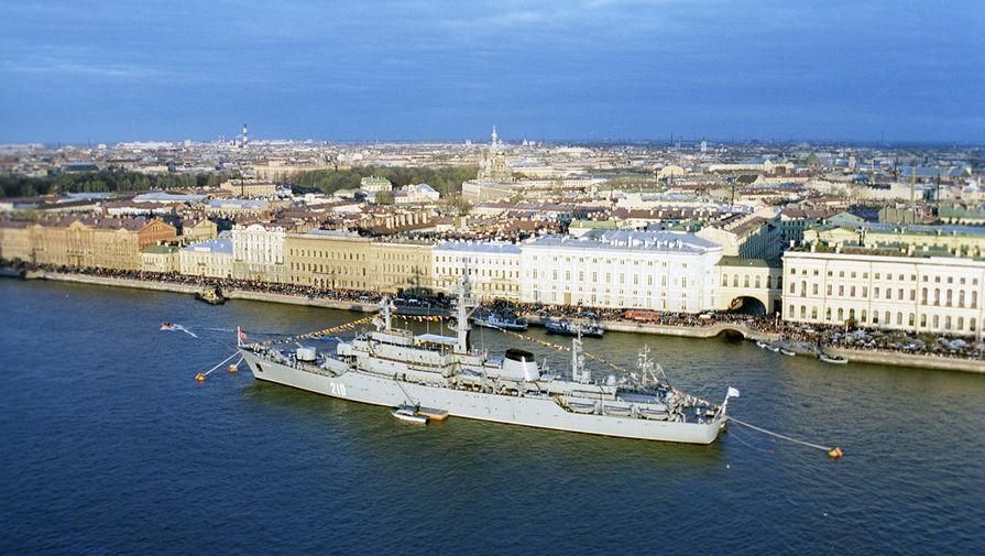 Военно-морской парад на Неве. Крейсер «Аврора»