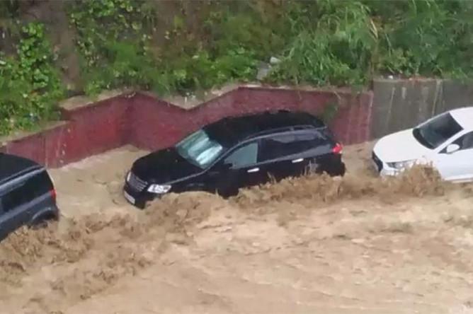 Последствия сильных дождей в Сочи