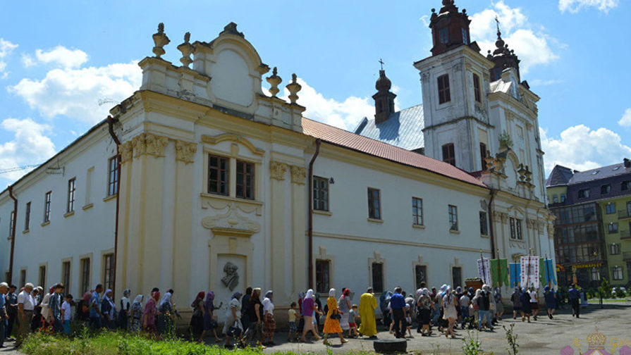 На Украине верующих заперли в храме после попытки захвата