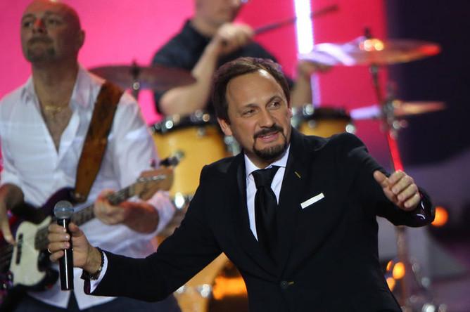 Певец Стас Михайлов выступает на праздничном концерте «О чем поют мужчины 3-ДЭ», 2015 год