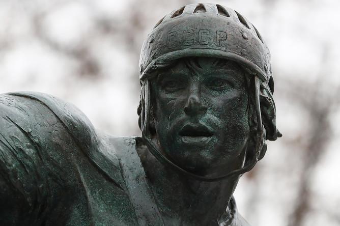 Открытие памятника советскому хоккеисту Валерию Харламову на территории олимпийского комплекса «Лужники» в Москве, 25 октября 2017 года