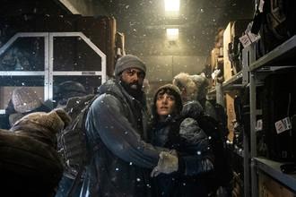 Кадр из сериала «Сквозь снег» (2020)
