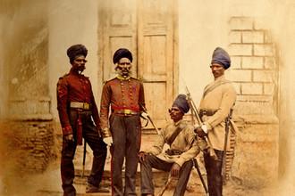 Причиной Большой игры историки считают страх британцев, что Российская Империя распространит свое влияние на Индию