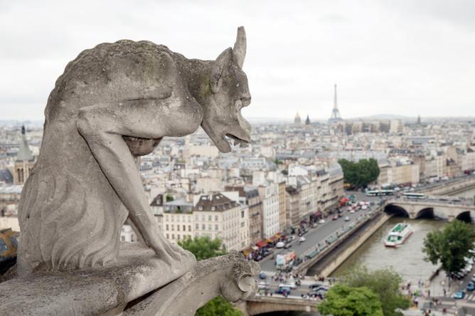 Вид на центр Парижа с собора Нотр-Дам де Пари