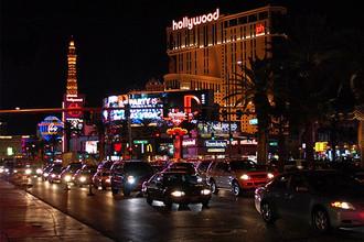 Лас-Вегас-Стрип — самая знаменитая и оживленная улица, на которой расположены многие казино и самые известные достопримечательности Лас-Вегаса