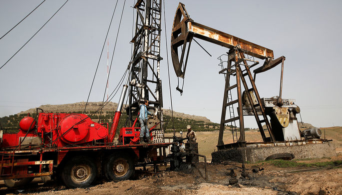 Теракт в Сирии: боевики взорвали нефтехранилища в порту