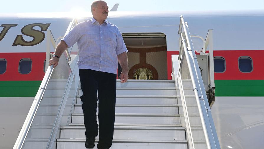 Лукашенко вылетел на встречу с Путиным