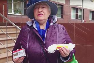 «Нет слов»: пенсионерка подарила министру веревку и мыло