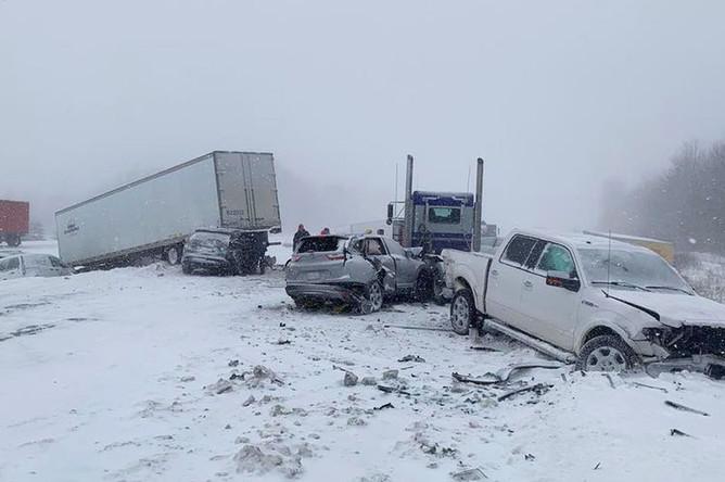 Последствия ДТП в городе Гранд-Рапидс, штат Мичиган, США, 30 января 2018 года
