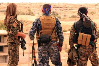 Бойцы «Демократических сил Сирии» (SDF) в сирийском городе Табка, 30 апреля 2017 года