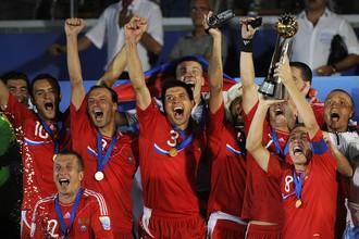 Сборная России по пляжному футболу готова поднять над головой очередной трофей
