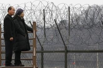 Южная и Северная Корея отделены не только стеной и рвом, но также артиллерийскими батареями и ракетными установками