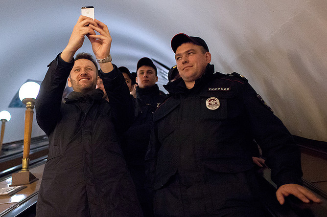 Оппозиционер Алексей Навальный во время задержания на станции метро «Краснопресненская»