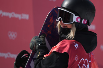 Российская сноубордистка Софья Федорова в квалификации соревнований по биг-эйру на Олимпийских играх — 2018