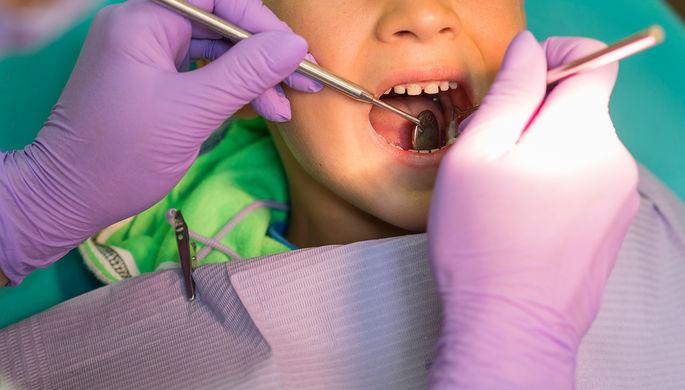 Обронила иголку: как мальчик едва не погиб из-за стоматолога