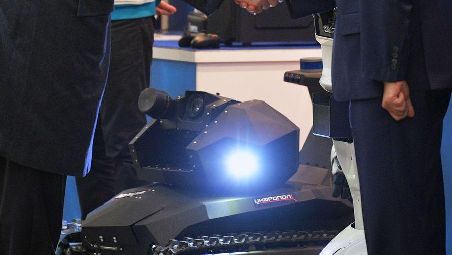 МВД представило двух роботов-полицейских