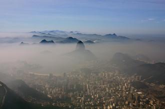 Вид на утренний Рио с горы Корковаду