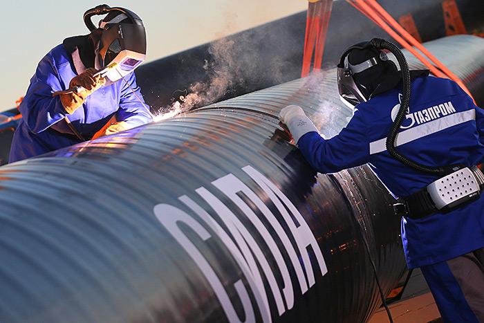 Сварка первого звена магистрального газопровода «Сила Сибири» в районе села Ус Хатын. Источник: ИТАР-ТАСС