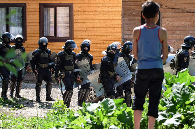 Во время сноса незаконно установленных построек в поселке Плеханово в Тульской области