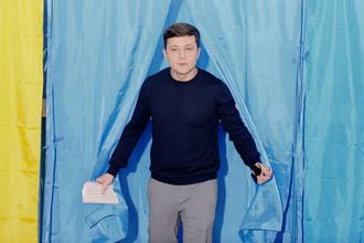 Кандидат в Президенты Украины Владимир Зеленский на избирательном участке в Киеве, 31 марта 2019 года
