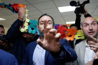 Лидер испанской ультраправой партии «Вокс» Сантьяго Абаскаль на участке в Мадриде в день выборов, 28 апреля 2019 года