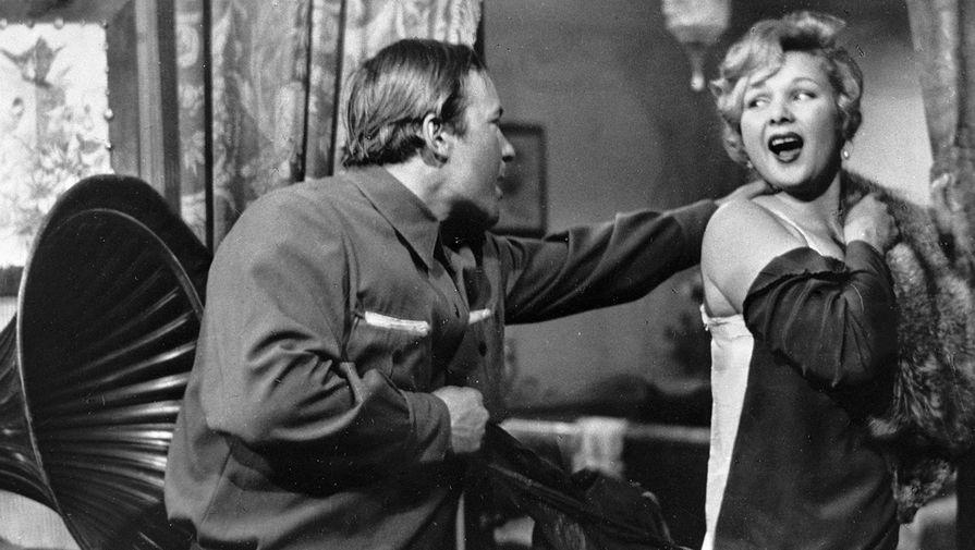 Актеры Николай Губенко и Светлана Жгун в кадре из фильма «Директор», 1970 год