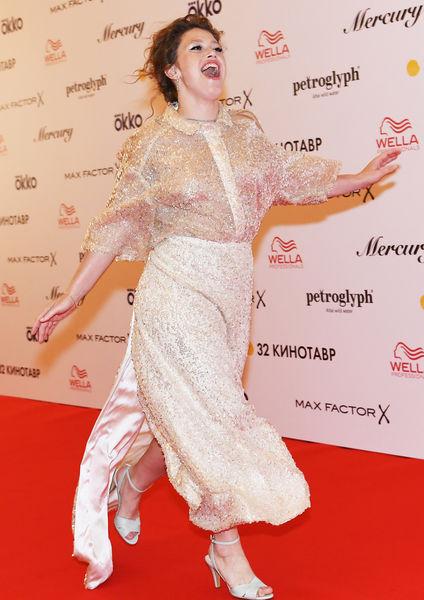 Актриса Варвара Шмыкова нацеремонии закрытия 32-го фестиваля российского кино «Кинотавр»
