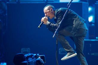 Вокалист Linkin Park Честер Беннингтон во время концерта на музыкальном фестивале в Лас-Вегасе, 2012 год