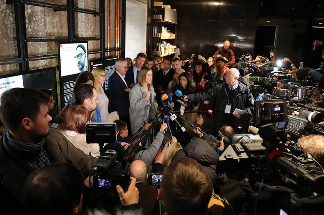 Ксения Собчак во время общения с журналистами в Москве, 24 октября 2017 года