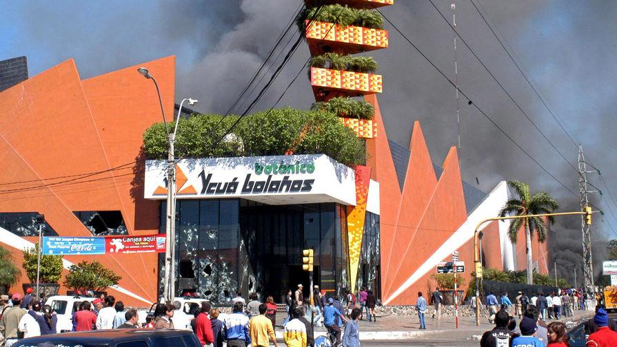 Пожар в торговом комплексе «Икуа Боланьос» в столице Парагвая Асунсьоне, 2004 год