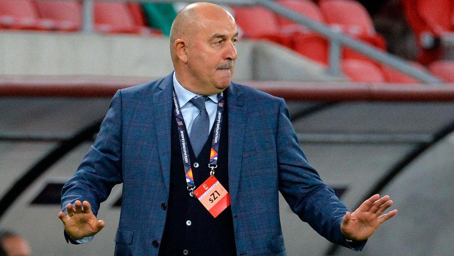 Главный тренер сборной России Станислав Черчесов во время матча 2-го тура Лиги наций УЕФА между сборными Венгрии и России, 6 сентября 2020 года