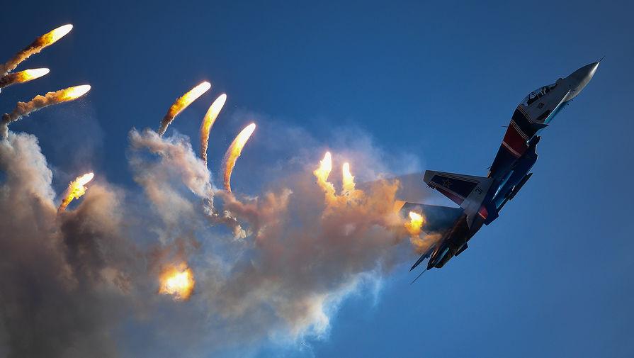 Многоцелевой истребитель Су-30СМ пилотажной группы «Русские витязи» на закрытии IV Международного военно-технического форума «Армия-2018»