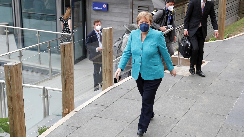 Канцлер Германии Ангела Меркель после двусторонней встречи с премьер-министром Великобритании Борисом Джонсоном во время саммита G7 в Корнуолле