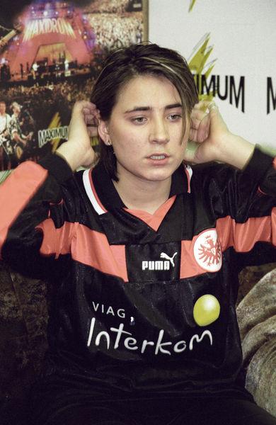 Несмотря нане самый высокий рост (172 см), Земфира занималась баскетболом и даже была капитаном женской юниорской сборной России. В90-х передартисткой стоял выбор: заниматься профессиональным спортом или сфокусироваться натворчестве