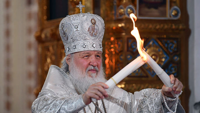 Патриарх Московский и всея Руси Кирилл во время передачи Благодатного огня на праздничном пасхальном...