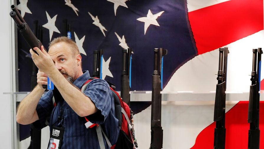 Во время ежегодного съезда Национальной стрелковой ассоциации США (NRA) в Далласе, Техас, май 2018 года