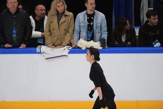 Фигуристка Евгения Медведева и тренер Этери Тутберидзе (на заднем плане)
