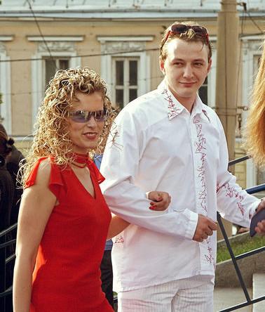 Артист театра и кино Марат Башаров с супругой на закрытии 24-го Московского международного кинофестиваля, 2002 год
