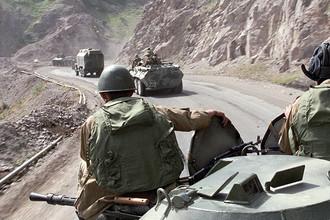 Советские воины-интернационалисты возвращаются из Афганистана на родину