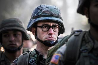 Кадр из фильма «Сноуден»