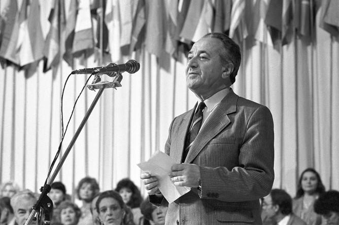 Председатель жюри конкурса фильмов для детей Анатолий Алексин на открытии Московского международного кинофестиваля, 1985 год