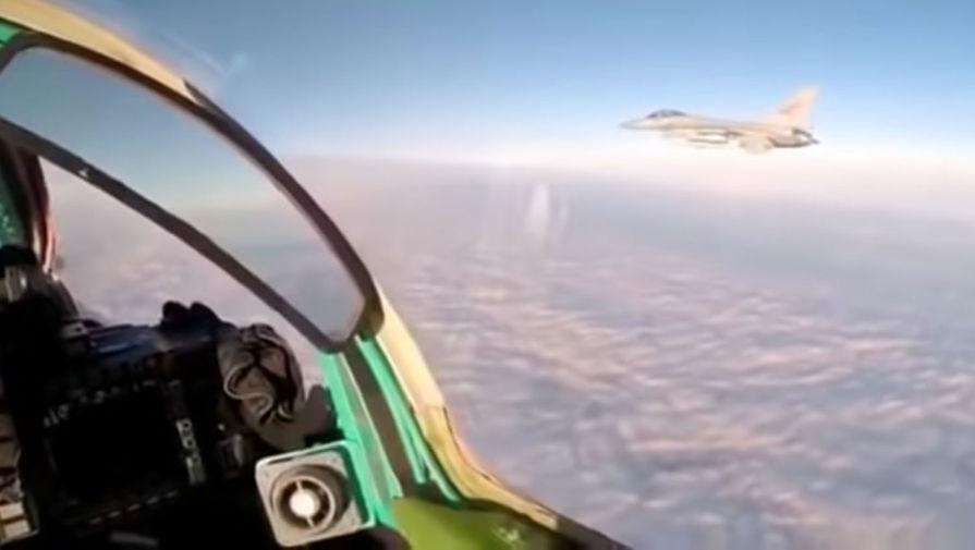 «Безопасная дистанция»: пилот МиГ-31 заснял встречу с F-16