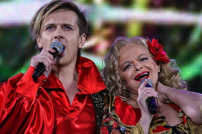 Глеб Матвейчук и Лариса Долина во время праздничного концерта на Красной площади, посвященного Дню России