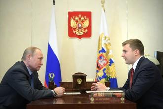 Российский гроссмейстер Сергей Карякин обсуждает с президентом Владимиром Путиным проблему развития шахмат в стране