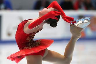 Алина Загитова выступает в произвольной программе женского одиночного катания на чемпионате России по фигурному катанию в Санкт-Петербурге