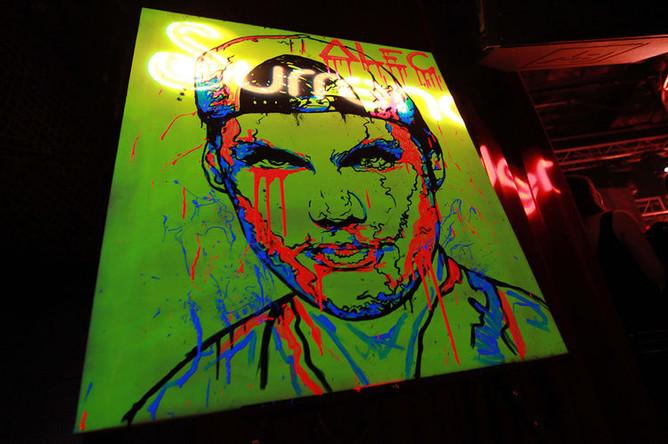 Изображение диджея Avicii работы художника Алека Монополи на фестивале Park City Live в Юте, 2013 год