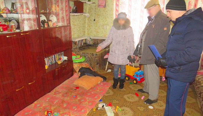 «Совсем без сил»: мать бросила детей умирать в холодном доме