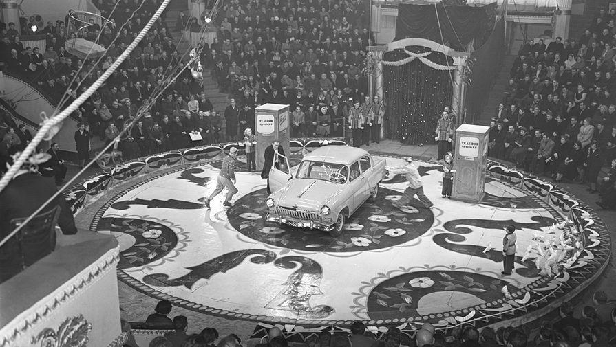 Иллюзионист Эмиль Кио на арене Московского цирка, 1959 год
